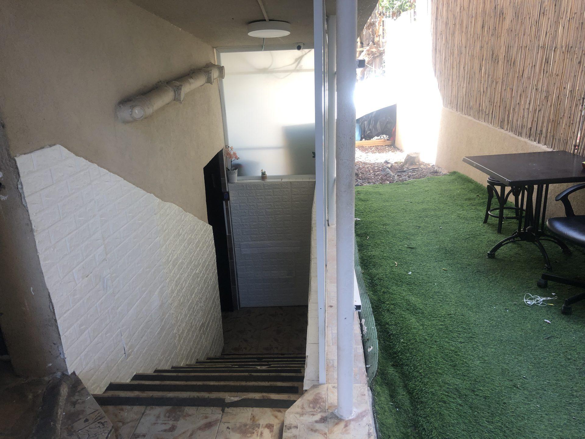 מלונית רויאל בתל אביב, בוגרשוב